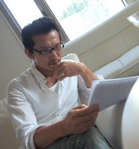ナレーター鈴木省吾。ボイスサンプル収録